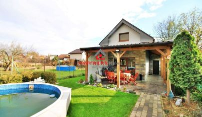 NOVÝ Rodinný dom s bazénom so štatútom chaty  / Geča (Jazero) / 15 min. od Košíc