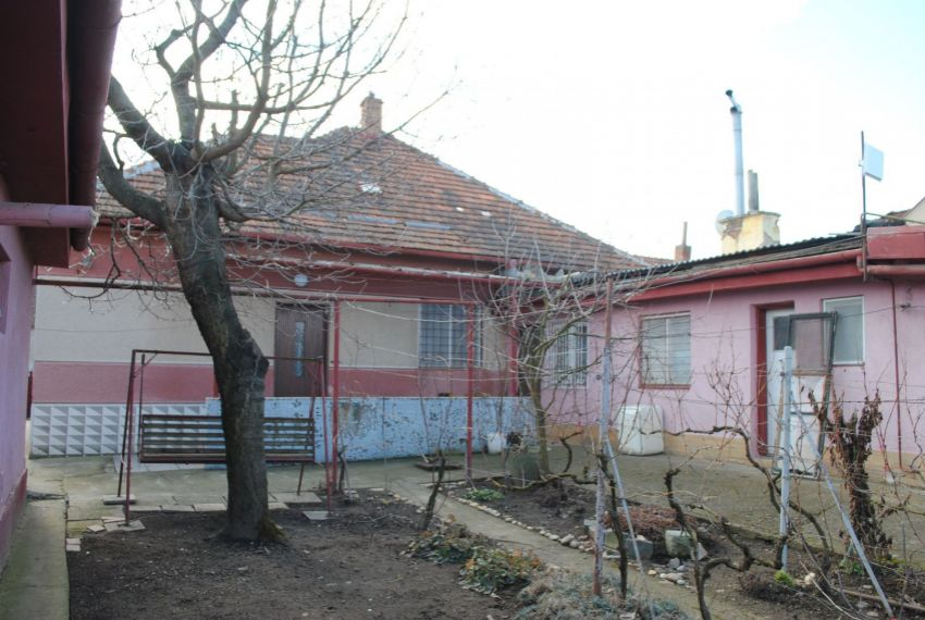 Predaj Rodinné domy Štúrovo-1
