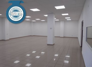 Exkluzívne- Centrum Senice -  Veľký obchodný priestor 240m2