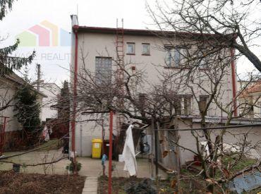Predáme 7 izbový rodinný dom + dvojgaráž Piešťany, Floreát