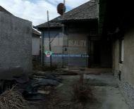 Veľký 33á pozemok so starým RD na predaj v Gabčíkove!