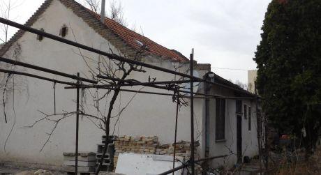 Predaj - 3 izbový dom v pôvodnom stave pri centre Komárna