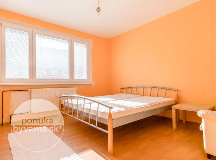 PREDANÉ - RAJECKÁ, 3-i byt, 75 m2, REKONŠTRUKCIA BYTU A DOMU, mesačné náklady 120 EUR, IHNEĎ VOĽNÝ