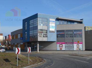 Polyfunkčná budova 3 podlažná v priamom centre mestskej časti Šaľa-Veča