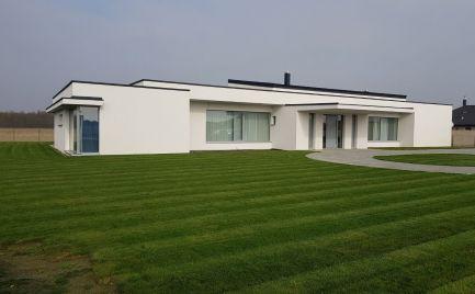 Predáme luxusný 5 izbový rodinný dom s bazénom v lukratívnej časti Mosonmagyaróvár.