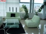 2310:  Luxusný, nadštandardný  2 - izbový,  komplet zariadený  byt v širšom centre mesta s parkovaním.