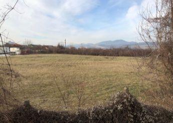 EXKLUZÍVNE ponúkame na predaj rovinatý pozemok v Trenčíne, Zlatovce, Kasárenská ulica.