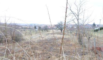 Exkluzívne v APEX reality stavebný pozemok v obci Bojničky, 1341 m2, všetky IS na hranici pozemku