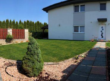 Komplet zariadený, záhrada, garáž (možnosť dokúpiť), začiatok Rovinky