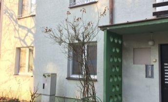 Ponúkame na predaj 2 a pól izbový byt v Partizánskom blízko centra.