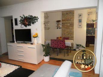 Krásny 3-izb.byt 74m2, loggia,3pivnice, 2garáže pri Bánovciach n/B.- predaj
