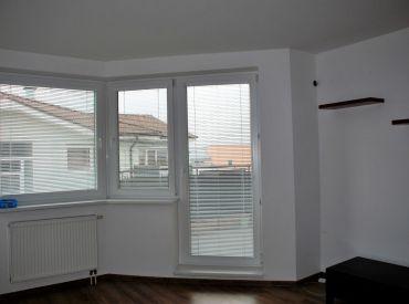 3i byt s terasou, garážovým státím, pivnicou, začiatok Rovinky