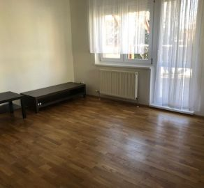 Starbrokers – Prenájom – Priestranný 2-izbový byt na Čečinovej ulici s garážou