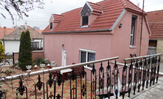 Na predaj dva rodinné domy v centre mesta Senec.