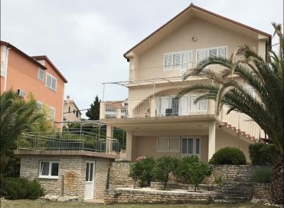 Predaj exluzívnej rodinnej vily pri mori, Chorvátsko, Ciovo.