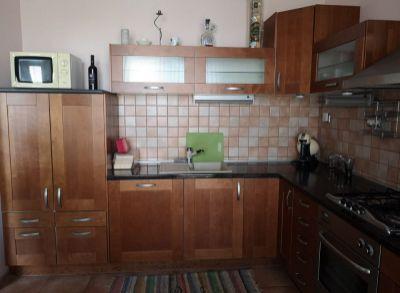 Areté real, REZERVOVANÉ - Predaj zrekonštruovaného 3-izbového bytu s loggiou v dobrej lokalite v Pezinku