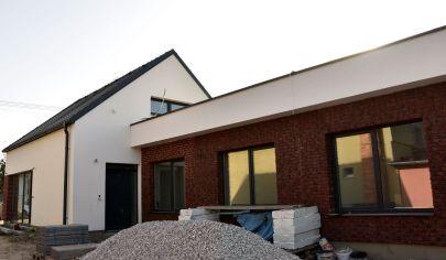 Na predaj 4 izbový byt-súčasť dvojdomu, v Šamoríne so záhradkou a dvomi parkovacími miestami, BYT 1A
