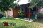 Realitná kancelária SA REALITY ponúka na predaj rekreačný dom s peknou záhradou v Leviciach