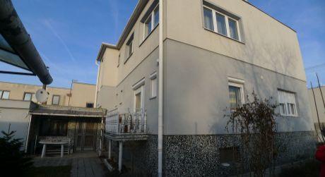 Na predaj poschodový 7-izbový rod.dom v Topoľčanoch