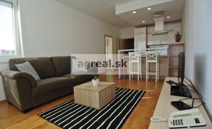 REZERVOVANÉ!!! Predaj,  pekný  a kompletne zariadený 2-izb. byt (55 m2 + balkón 5 m2) s parkovacím miestom a šatníkom, novostavba Jégého Alej III, ul. Jégého, BA II-Nivy