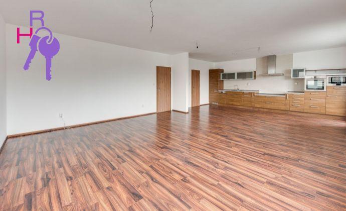 3izb byt s možnosťou prerobenia na 4 izb, garažové státie, stavba roka 2008, 2x loggia, super cena