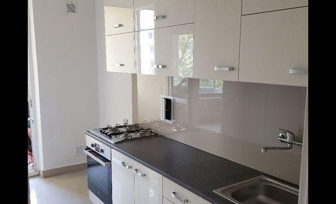 Ponúkame na predaj 4.izbový byt v Ružinove na Sabinovskej ulici