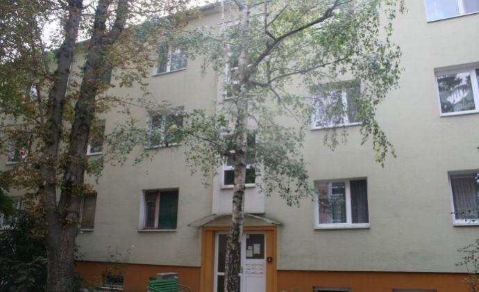 Na predaj 3 izbový byt v tehlovom bytovom dome Bratislava - Nové Mesto