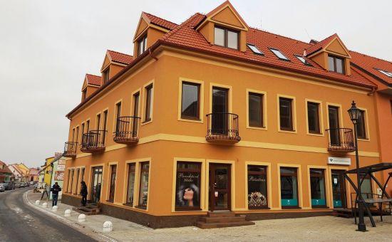 Exkluzivne len u nás - polyfunkčný objekt v centre mesta, novostavba ( 6  bytov, 4 obchod.priestory)
