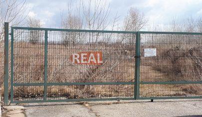 REALFINN  PREDAJ - priemyselný pozemok NOVÉ ZÁMKY