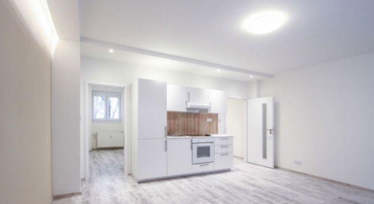 Predaj - 2-izbovy byt, krásna, úplne nová rekonštrukcia+parkovacie miesto, Bratislava - Nové Mesto, Šancová ulica
