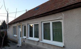 Na predaj starší dom v obci Dvory nad Žitavou.