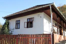 MAĎARSKO - NAGYHUTA - PRIESTRANNÝ 5 IZBOVÝ RODINNÝ DOM V TICHOM PROSTREDÍ.