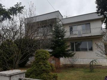 Velký rodinný dom v Trebišove-výborná lokalita  -vela možností