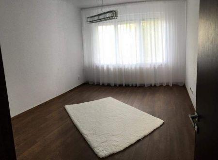 3 izbový byt s balkónom s garážou , záhradkou Topoľčany / PRENAJOM