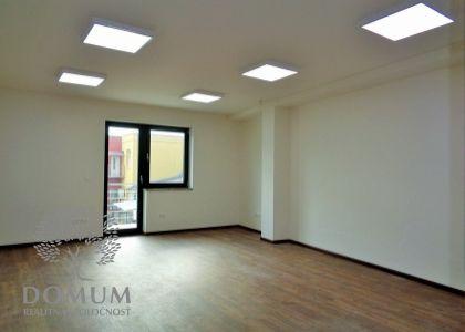 DOMUM - Prenájom kancelárskych priestorov 35,3m2, moderná novostavba, Novom Meste n/V