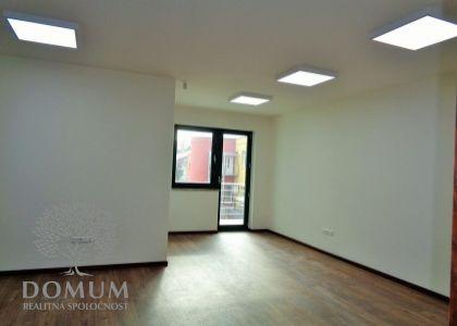 DOMUM - Prenájom kancelárskych priestorov 25,8m2, moderná novostavba, Novom Meste n/V