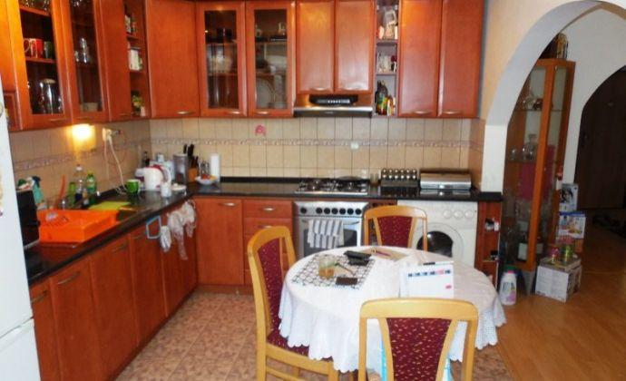 Zrekonštruovaný 3izb. byt, 72 m2 vo výbornej lokalite Petržalky, Farského ul. - BA V. (8. posch. dom)