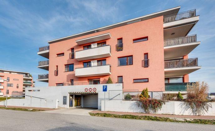 3.izb byt,Novostavba - Triangel (2009), parkovacie statie, vlastný kotol, terasa,pekný výhľad