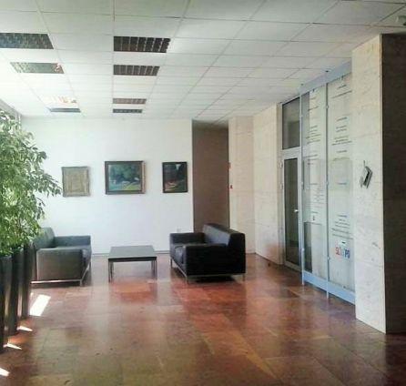 StarBrokers – PRENÁJOM- Kancelárie (4 x 25 m2, 1 x 12,5 m2, aj jednotlivo) v administratívnej budove Drieňová-Ružinov
