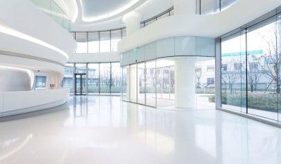 Budova pre podnikateľské účely, centrum, Nesvady