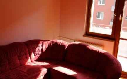 Na prenájom pekný 2 izbový byt s veľkým balkónom a parkovaním Krížna ul. v centre mesta
