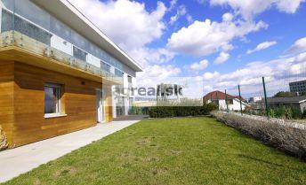 Nadštandardná rodinná vila na Peknej ceste, Burgundská ulica, s bazénom