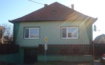 REZERVOVANÝ - Starší 3 izb rodinný dom vo vľmi slušnom stave v obci Malé Dvorníky