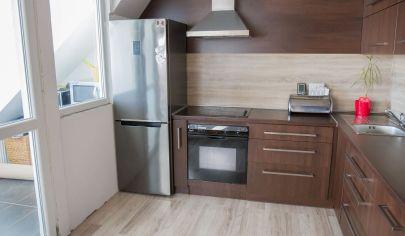 Podkrovný 4-izbový byt s loggiou centrum Sp. Nová Ves