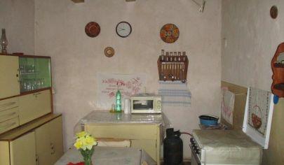 IVANKA PRI NITRE 2 izbový dom pozemok 573m2