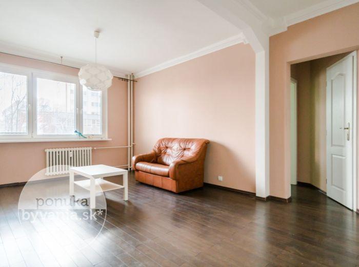 PREDANÉ - RAČIANSKA, 2-i byt, 54 m2 - kompletná rekonštrukcia, BALKÓN, ihneď voľný, ELEKTRIČKA