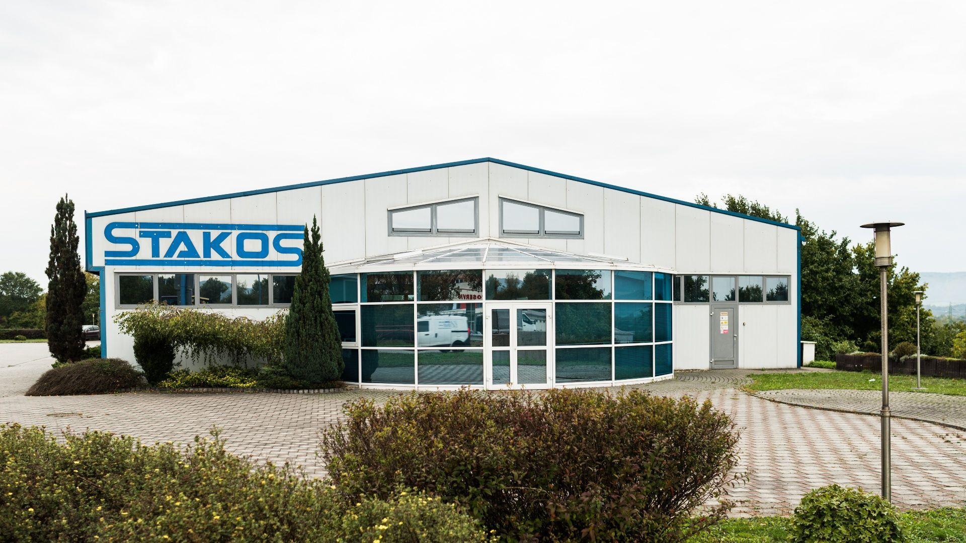 5c6ef174d Ponúkame Vám na prenájom výrobný areál, 1200 m2 + kancelárie 100 m2,  pozemok 4.645 m2, Dubnica nad Váhom - Obráncov mieru. Dobrá dostupnosť na  D1.