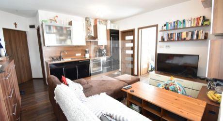 3 - izbový menší byt 37,80m2 + loggia 4,16m2, kompletne zariadený