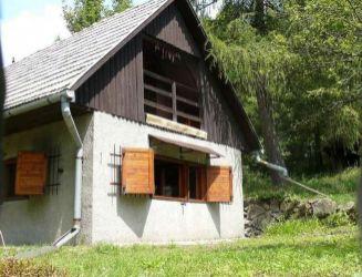 Detva – chalupa v peknom prírodnom prostredí, pozemok 850 m2 – predaj