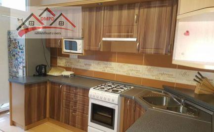 Ponúkame Vám na predaj 3-izbový byt v Handlovej na ulici Okružná ,rozloha bytu je 70m2.